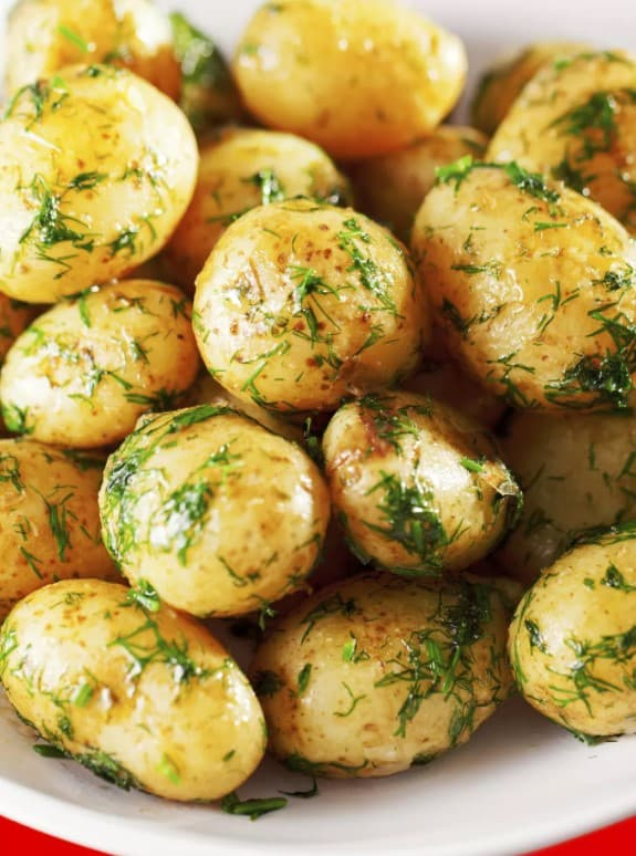 Grilled potatoes with dill